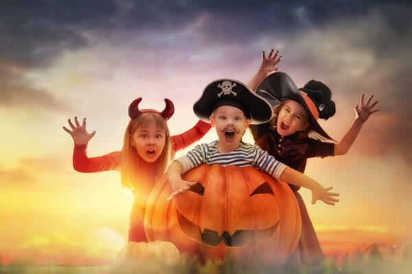 Spooky Outdoor Halloween Party Decorating Ideas